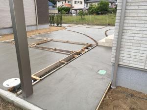3:コンクリートを流し込む
